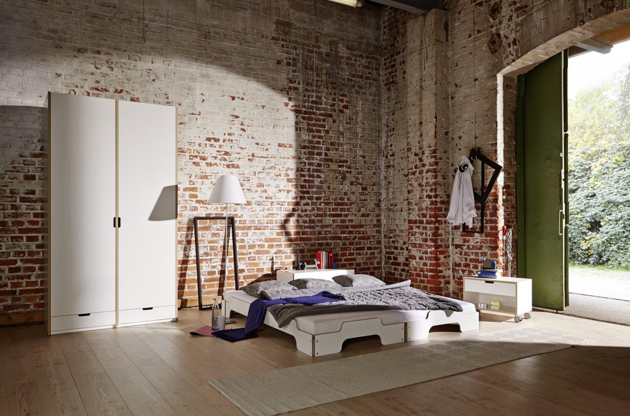 Stapelbett Klassik weiß zwei Liegen als Doppelbett mit Modular Kleiderschrank und Modular Nachttisch